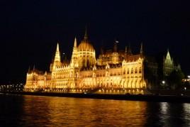 "<a href=""http://www.maiorviagem.net/?page_id=4072""><font color=""#555555"">Hungria</font></a><br>"