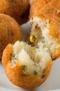 Bolinho de Bacalhau com queijo canastra