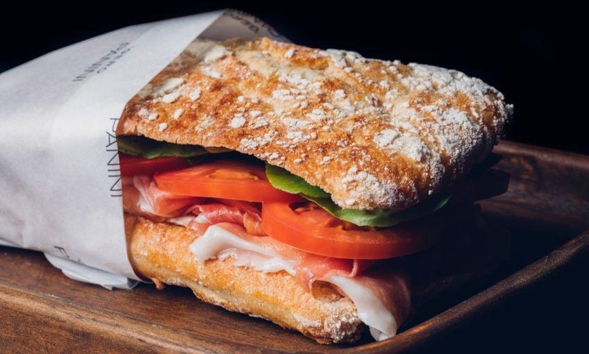 gero-panini-comer-sanduiche-no-rio