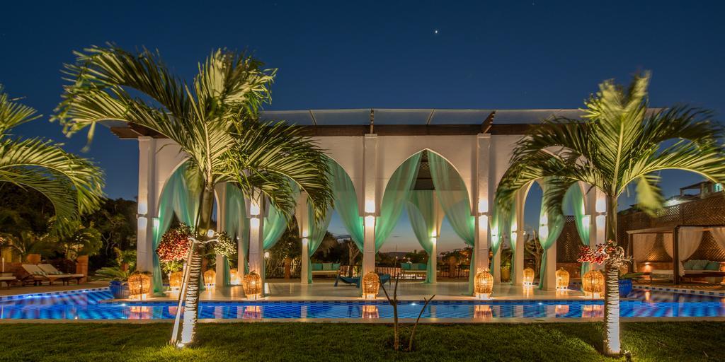 hotel-na-praia-da-ferradura-pedra-de-laguna-11