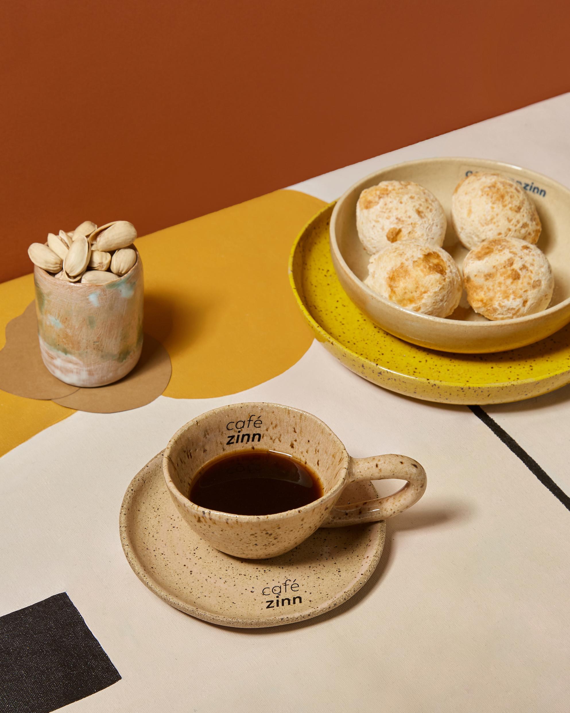 Cafe-Zinn_Cafe-e-pao-de-queijo_Credito-Giovanna-Gebrim