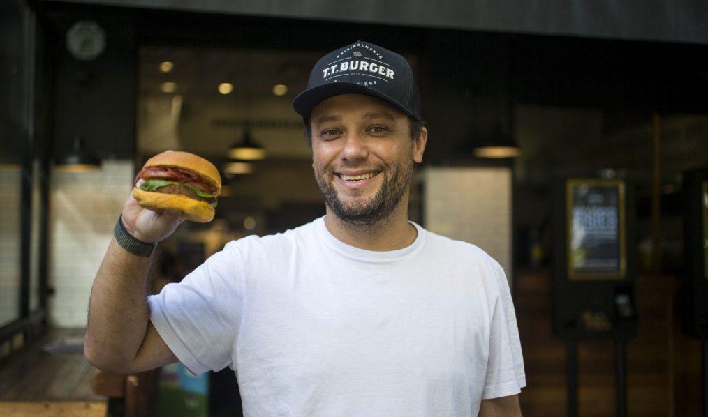8 anos T.T. Burger